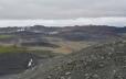 Pohled směrem ke Krafle naznačuje geotermální aktivitu poblíž této činné sopky.