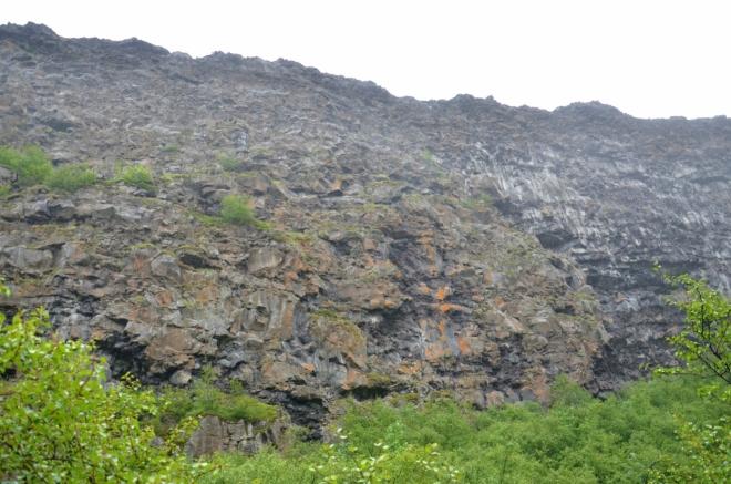 Útesy jsou vysoké až 100 metrů