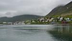 Siglufjörður ležící na svazích hor