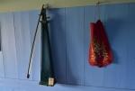 Dvoustrunný nástroj v místnosti pro hosty