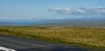 Krajina na sever. V dáli lze zahlédnout záliv Hrútafjörður zasahující hluboko do vnitrozemí.