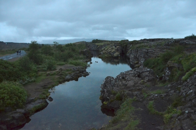 Trhliny zatopené vodou vypadají opravdu pěkně, ale už je velmi šero (fotku jsem značně zesvětlil)