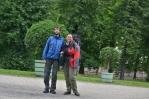 Fotka po použití v zámecké zahradě Charlottenburgu. Po příletu do Berlína jsme tak unavení, že se s námi země naklání.