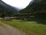 Jezero v Rakousku. Krátká procházka při cestě zpět.