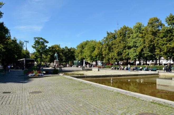 Park v centru ještě jednou. Takto slunečné a teplé počasí jsme v Norsku ještě nezažili.
