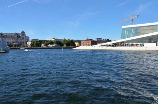 Osloskou riviéru si užíváme asi dvacet minut a moc se nám odtud nechce. Vzduch má krásných 25 stupňů a fouká příjemný vítr.