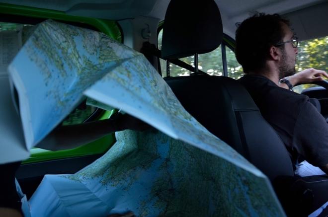 Díky naší praktické mapě nacházíme zhruba po hodině jízdy druhý kemp. Tento leží opět na pobřeží moře, a to poblíž města Larkollen, přímo na špičce poloostrova.
