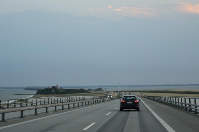… který končí na ostrůvku Sprogø, jenž byl kvůli mostům výrazně rozšířen.