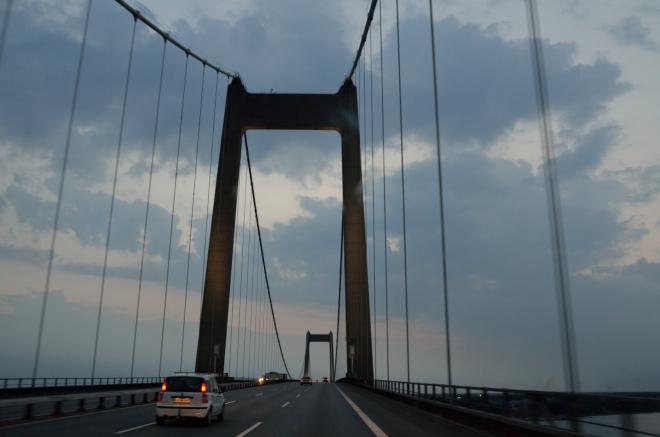 Přejeli jsme ostrov Fyn a tento most nás zavádí na Jutský poloostrov. Odtud již směřujeme přímo do Německa.