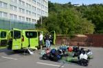 Vykládka auta v pražské Tróji po výletu do Norska