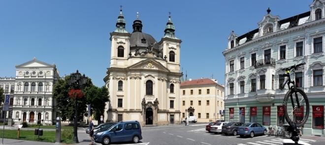 Kroměřížský barokní kostel sv. Jana Křtitele byl vystavěn piaristickým řádem v 18. století