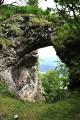Skalní most na hraně skal u severního vrcholu Velkého Manína.