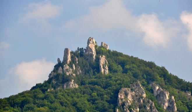 Sulovské skály jsou jediné slepencové skalní město na Slovensku.