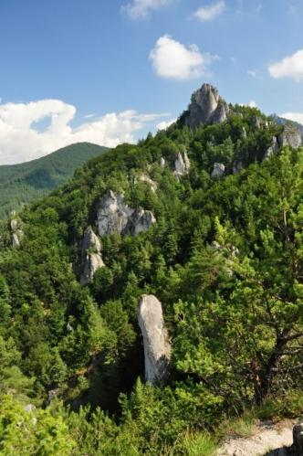Na hrad Sulov to již není daleko.