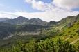Pohled na Spálenou (2 083 m n. m.)a Pachol'u (2 167 m n. m.).