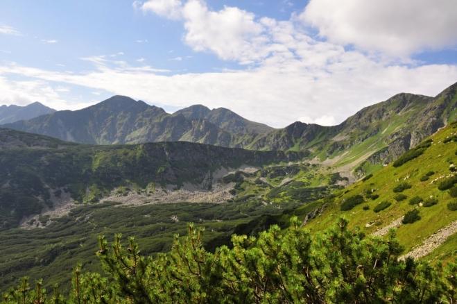 Pohled na Spálenou (2 083 m n. m.)a Pacholu(2 167 m n. m.).