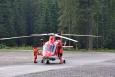 Čekáme trpělivě několik minut, než se vrtulník zvedne. Nechce se nám odjíždět dříve. Z vděčnosti.Při přípravě článku jsem se dočetl, že vrtulník HZS z Banské Bystrice, odkud přilétl i pro nás,  se zřítil a posádka se zraněným pacientem pád nepřežili...http://zpravy.idnes.cz/slovensko-zachranarsky-vrtulnik-tragedie-ctyri-mrtvi-pgz-/zahranicni.aspx?c=A160908_071140_zahranicni_khahttp://www.cas.sk/clanok/446383/havaria-vrtulnika-zahynuli-pilot-jan-lekarka-patricia-zachranar-frantisek-a-pacient/ Čest jejich památce.