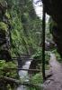 Juráňovou dolinou vedla v nejužším místě přímo nad potokem dřevěná dřevařská cesta.