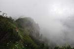Mlhy stoupají ze Suché doliny.