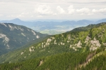 Dëmanovská dolina se zužuje.