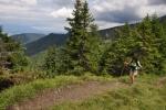 Hřebínek k sedlu Machnaté je velmi úzký. Stále jsme neklesli pod 1 400 m.
