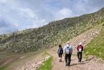 K Lago Cavia jdeme upravenou krajinou. Ta těší v zimě lyžaře, ale ne dnes nás.