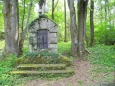 Časté zde jsou i návštěvní knihy (viz vpravo od pomníku).