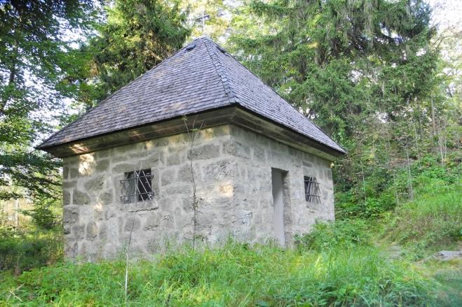Kaple Hubertus leží u vrcholu Entenbühlu (801 m n.m.).