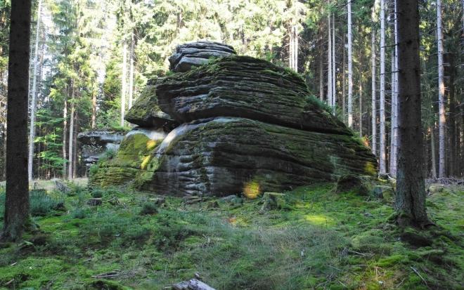 Šelmberk - skalní sruby...