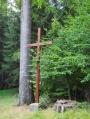 Roten Kreuz nechal v roce 1899 postavit lesník Schmid. Ve 30. letech 20. století byl ve špatném technickém stavu a tak se ho místní rozhodli zrenovovat. Při té příležitosti byl vytesán na kamenný podstavec nový letopočet 1934.