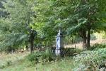 Křížek u hranic byl postaven nákladem Marie a Františka Turynských z Nouzína v roce 1907.