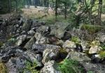 V lesích leží zbytky dlouhých kamennch valů.