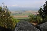 Vyhlídka na Kamenné bráně otevír pohled na Javoří hory.