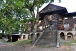 """Krásná dřevěná chata Hvězda byla posvěcena o pouti 5. srpna 1855. Postavena byla z rozhodnutí a nákladem opata J. N. Rottera. Sloužila jako hostinec a sídlo hajného hvězdeckého klášterního polesí. Celá roubená stavba na kamenné podezdívce byla kdysi pobita břidlicí, uvnitř byl působivý, zejména dřevem obložený prostor velkého sálu. Interiér chaty a její okolí bylo poškozeno """"moderními"""" účelovými úpravami ve druhé pol. 20. stol."""