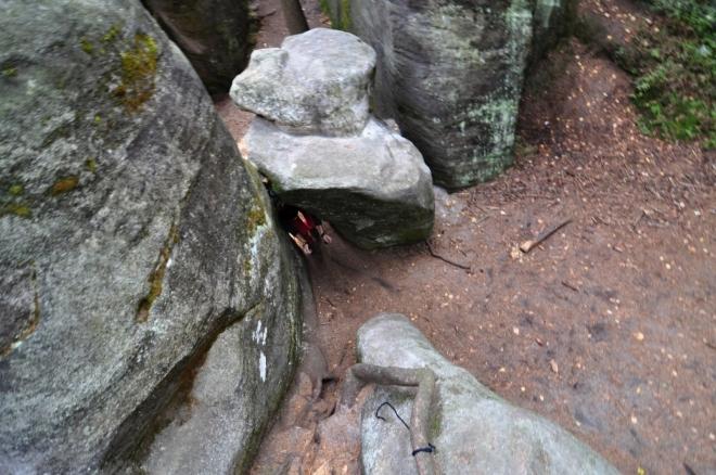 Procházka skalami je dobrou rozcvičkou.