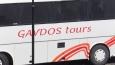 na 12 km sjízdných silnic ostrova tři autobusy ...