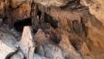 netušili jsme, že pdoslova pár metrů nad mořskou hladinou je nádherná jeskyně ...