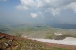 Výhled z vrcholu Aždahak (3597 m) v pohoří Geghamy, Arménie