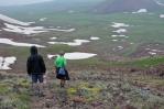 Sestup z vrcholu Aždahak (3597 m) v pohoří Geghamy, Arménie