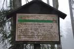 Nevstupuj do lesa mimo (hraniční) stezku. Problém l. zón, kam se zakazuje přísně vstup je nahlodán velmi často právě hraniční stezkou, kterou němečtí sousedi berou jako cestu, pěšinu, stezku a nezakazují na ni v období mezi 15.7. - 15.11. vstup (s výjimkami) ani v jejich přísněji chráněné zóně NP Bavorský les.