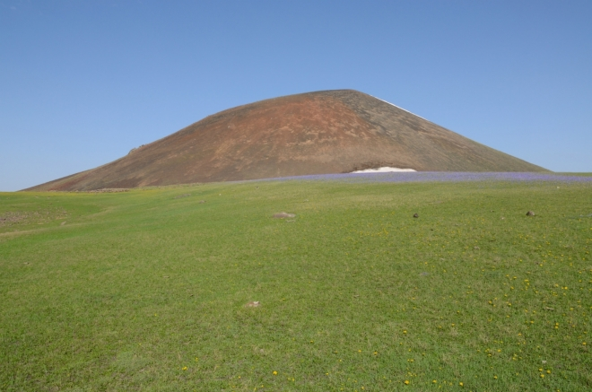 Hora Učtepe, pod níž jsme tábořili