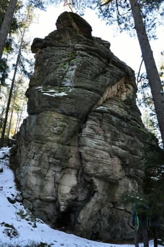 Z druhé stany vede několik horolezeckých cest.