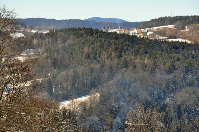 Za obcí Nebahovy vystupuje Boubín (1 364 m n. m.).