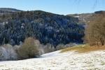 Zlatý potok si prorazil cestu mezi vrcholy hor, je dnes jen malým potokem.