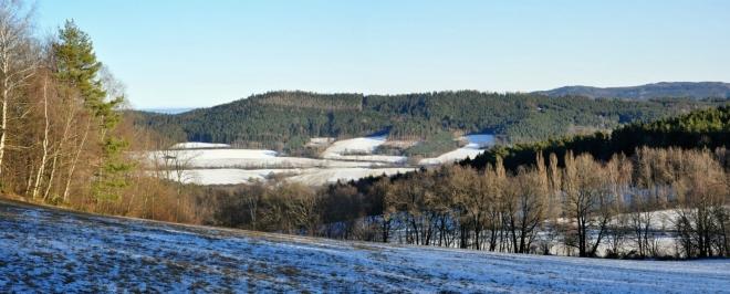 Stráže (742 m n. m.) nad Lhenicemi.