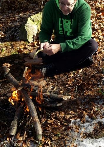Oheň a klobásky nesmí chybět...