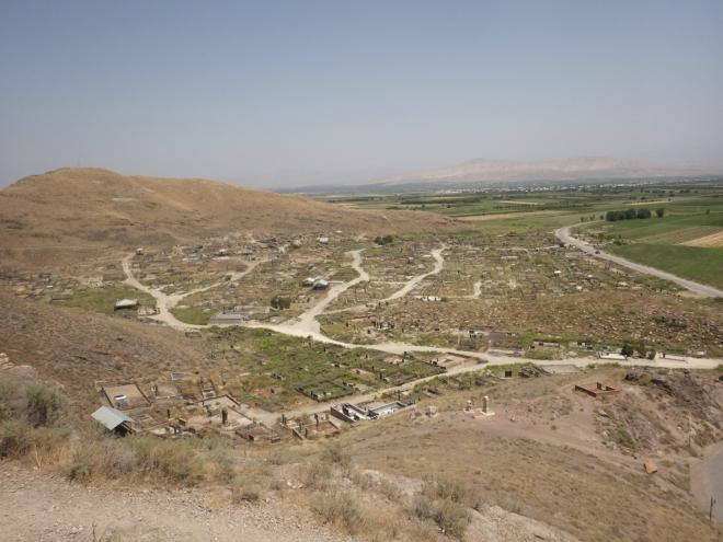 Výhled na přilehlé hřbitovy