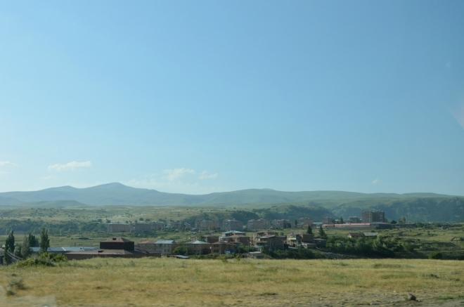 Okrajové čtvrti města. Jsme velmi zvědaví, jak moc bude lázeňské město v Arménii blízké či vzdálené lázeňským městům v Evropě.