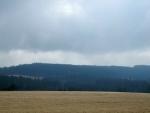 Dvojvrchol Okolí (956 m n. m.) je celý zalesněný.
