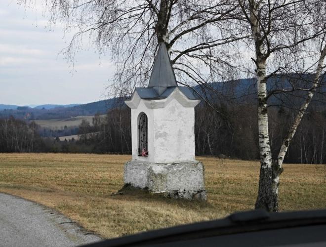 Kaplička z cesty mezi Světlíkem a Suší.
